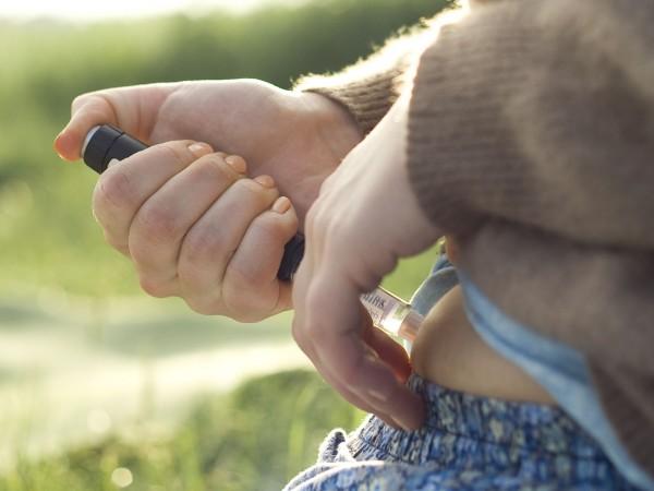 Blaue Flecken beim Spritzen von Insulin kann man durchaus verringern bzw. verhindern.  ©Henrik Gerold Vogel  / PIXELIO