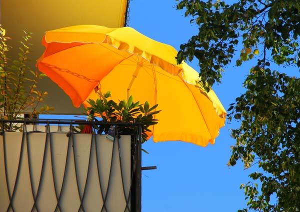 Während wir Schutz vor der Sonne unterm Schirm suchen, möchte auch Insulin nicht der sengenden Hitze ausgesetzt werden. © Wolfgang Dirscherl / pixelio.de