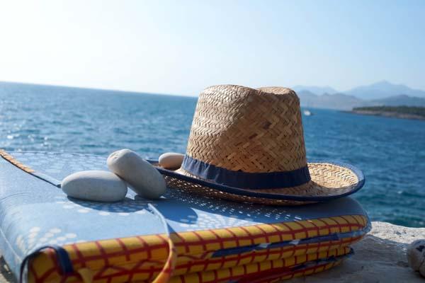 Zuckersüße Sonnenanbeter sollten berücksichtigen, dass Wärme die Durchblutung der Haut steigert und infolgedessen Insulin schneller zu Wirken beginnt. © twinlili / pixelio.de