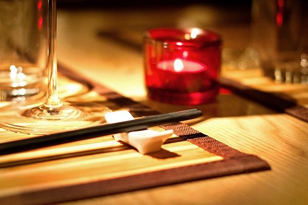 Der Tisch für ein leckeres Tof-Gericht ist gedeckt.  ©piu700 / PIXELIO