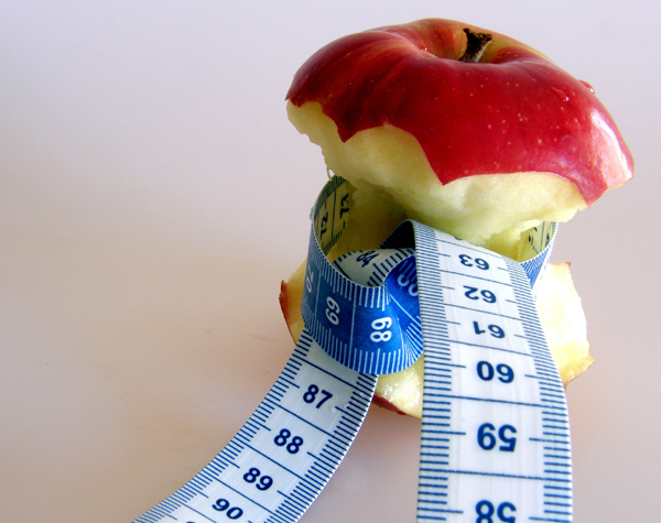 Abnehmen um jeden Preis: Junge Diabetikerinnen leiden häufig unter gestörtem Essverhalten. ©chocolat01 / pixelio.de