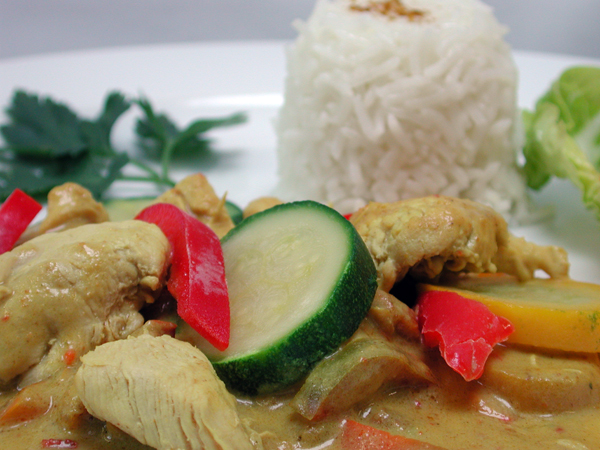 Einfach nur lecker schmeckt unser Thai-Wok mit Hähnchenbrustgeschnetzeltem und Reis. ©Jungfernmühle / pixelio.de