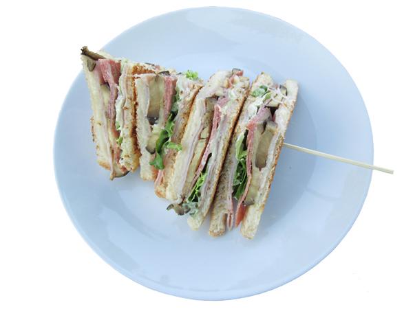 Das Club-Sandwich zählt zu den beliebtesten Snacks und ist ganz einfach zuzubereiten. christian alex / pixelio.de
