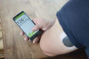 Roche Eversense XL Matthias Steiner Werte auf Smartphone